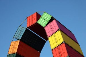 container maritime plusieurs couleurs