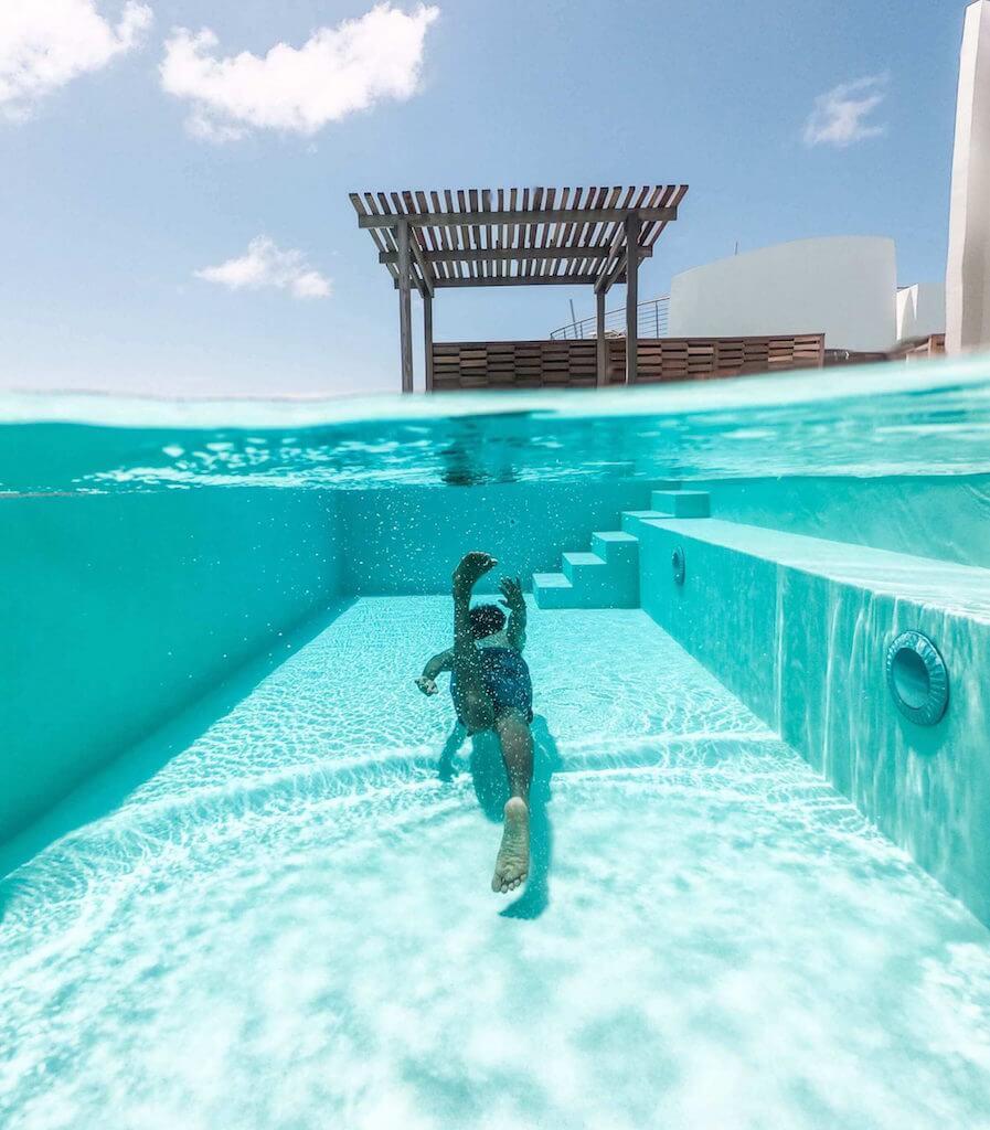 piscine container avec nageur