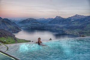 piscine terrain en pente avec vue